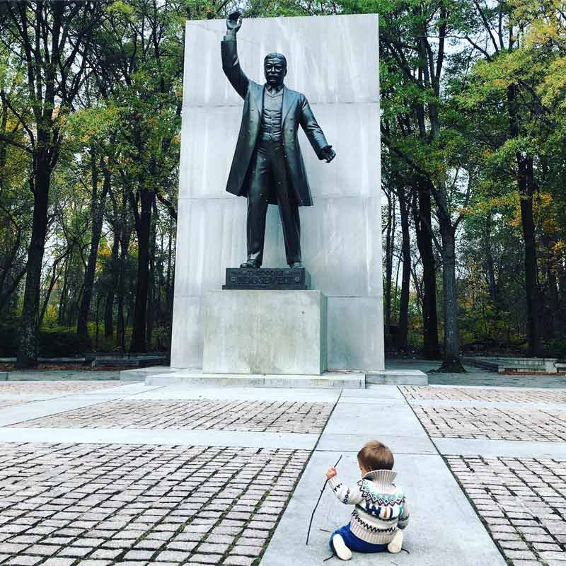 @omgitslisab - Child at Teddy Roosevelt statue on Roosevelt Island - Free outdoor activity in Washington, DC