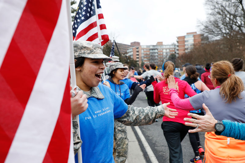 Troops honoring soldiers during the Rock 'n' Roll Marathon in Washington, DC