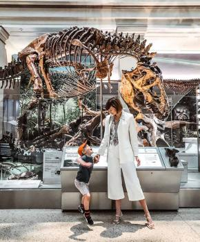 @districtofchic - Mother with child at the Smithsonian National Museum of Natural History's fossil hall - Free things to do in Washington, DC